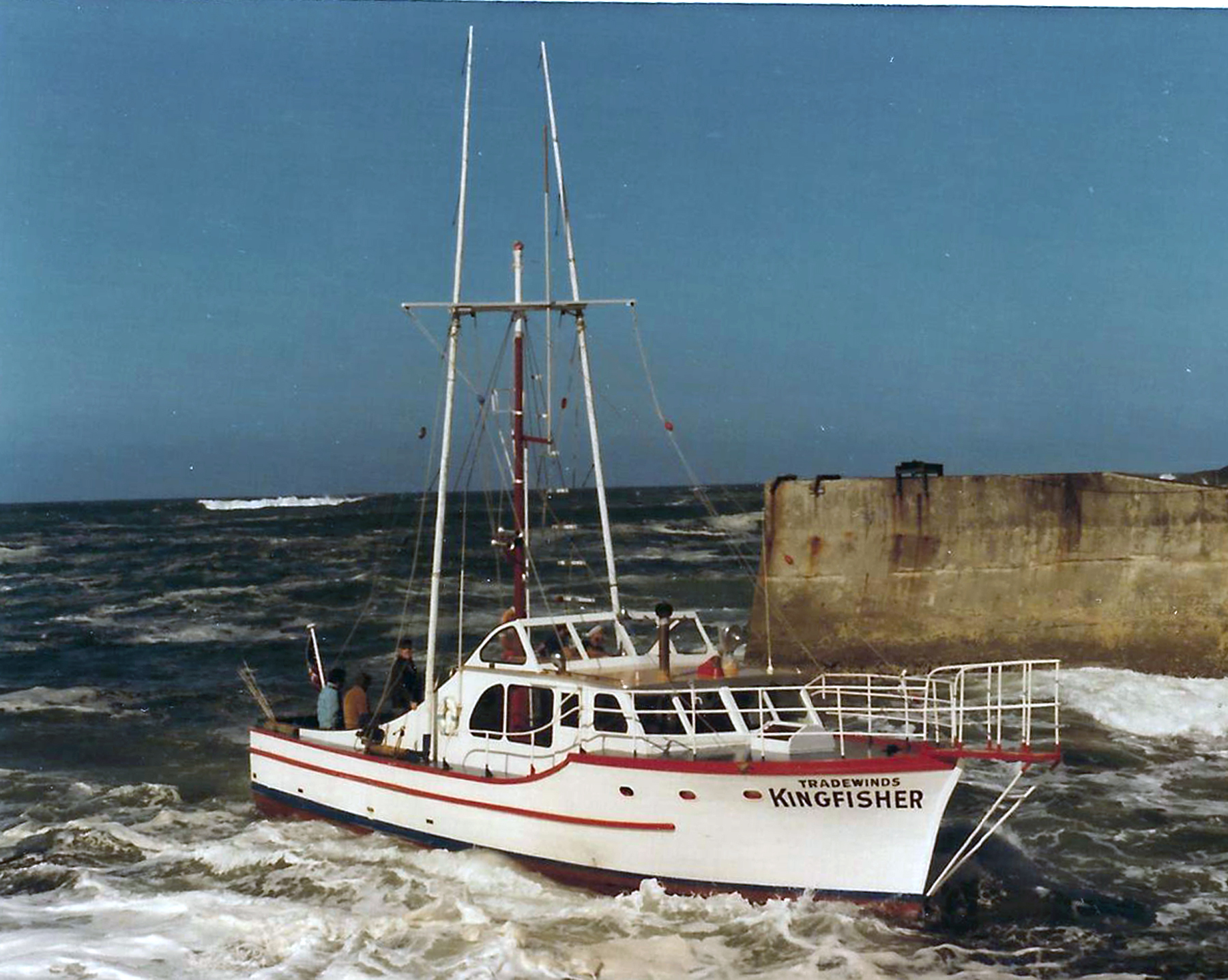 Demise of depoe bay s historic boat tradewinds kingfisher for Charter fishing newport oregon